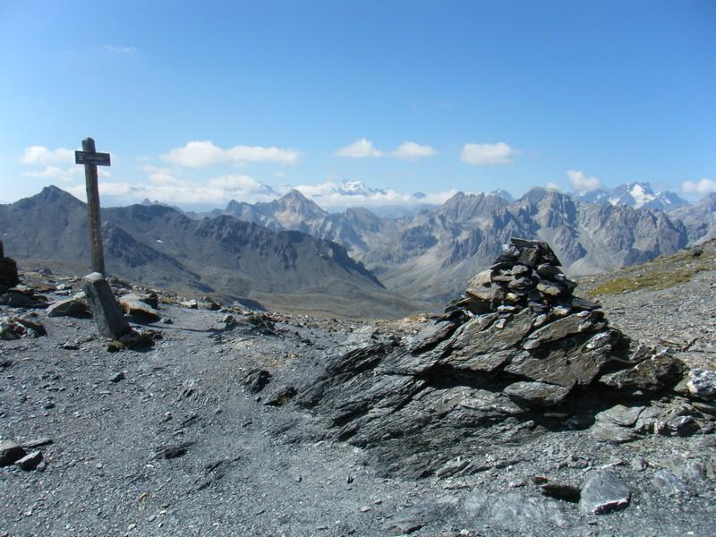 Col des Muandes. Au fond: les massifs des Cerces, Ecrins et Meije. ©